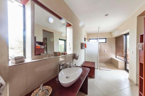 A bathroom at Omurenga