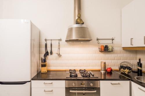 Кухня или мини-кухня в TaurideWest byApartica