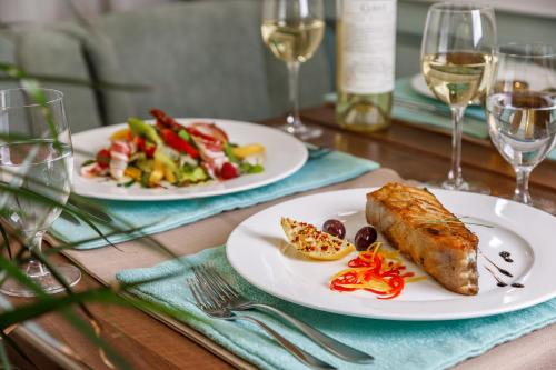 Lunch and/or dinner options available to guests at Alean Family Resort & SPA Biarritz 4* Ultra All Inclusive