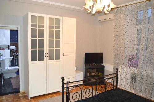 Телевизор и/или развлекательный центр в Апартамент Тверская17 Центр.