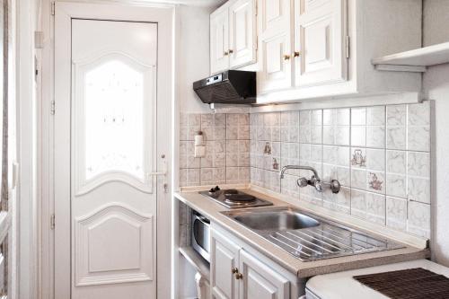 Η κουζίνα ή μικρή κουζίνα στο Poseidon Villas