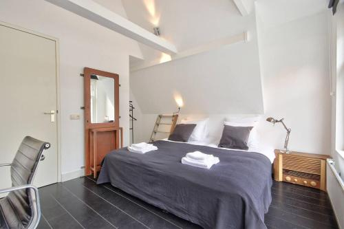 A bed or beds in a room at 2 BEDROOM CITY CENTER TERRACE
