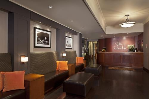 The lobby or reception area at Hotel Griffon