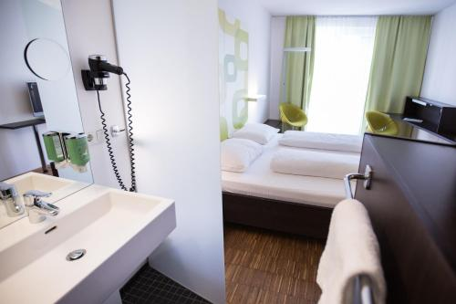 A bathroom at arte Hotel Krems
