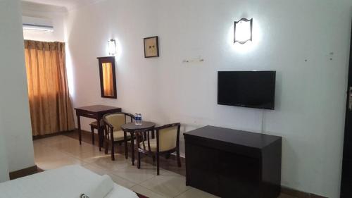 Телевизор и/или развлекательный центр в Hotel Al-Khalil Machava