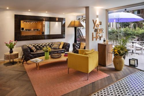 The lobby or reception area at Shenkin Hotel