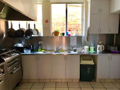 A kitchen or kitchenette at Narrara Backpackers Hobart