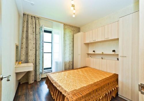 Кровать или кровати в номере Апартаментов SALUT С окнами ПАНОРАМА