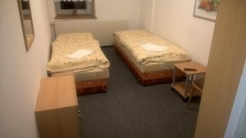 A bed or beds in a room at Penzion Pohoda
