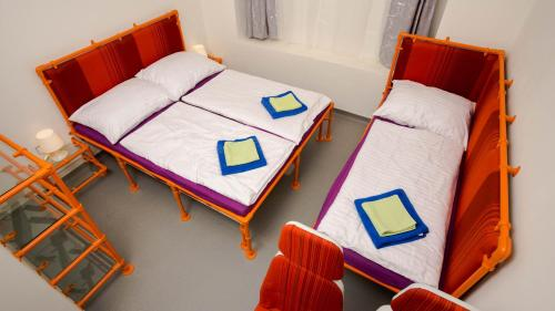 Un pat sau paturi într-o cameră la METRO Apartment Prague by Main Train and Bus Station