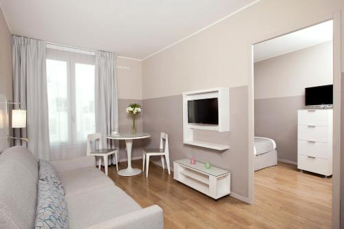 A television and/or entertainment centre at Residhome Marseille Saint-Charles