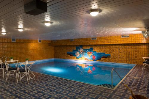 Der Swimmingpool an oder in der Nähe von Kleinhuis Hotel Mellingburger Schleuse