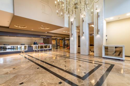 El vestíbulo o zona de recepción de Casa Dann Carlton Hotel & SPA