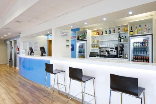 The lounge or bar area at Travelodge Barcelona Fira