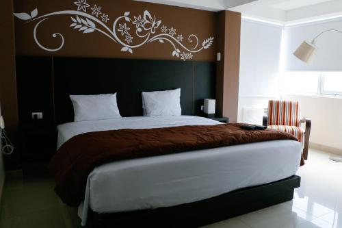 A bed or beds in a room at Hotel Solec