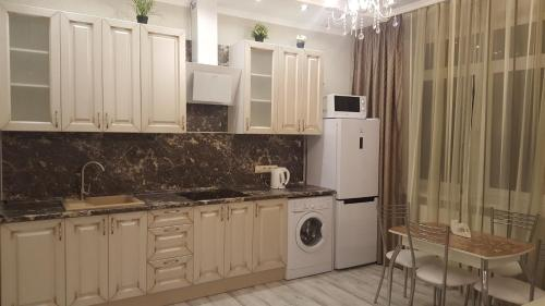 A kitchen or kitchenette at 1 к.кв бизнес-класса в центре