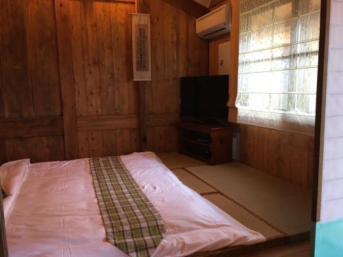 渾然居民宿 房間的床