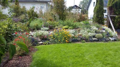Ein Garten an der Unterkunft Ferienwohnung Kuchenbecker