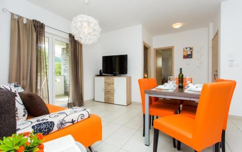 A seating area at Apartments Matea I
