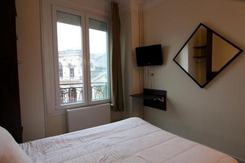 Un ou plusieurs lits dans un hébergement de l'établissement Hotel De Londres