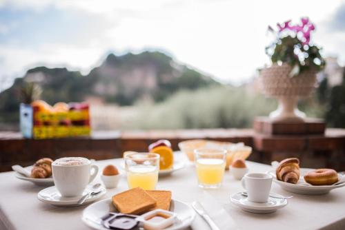 Breakfast options available to guests at Hotel Villino Gallodoro
