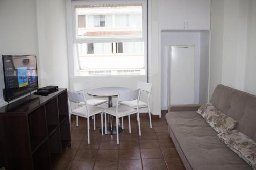 A seating area at Apartments Almirante Goncalves