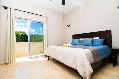 A bed or beds in a room at Condo Hotel El Vivero Tulum
