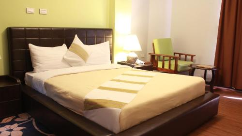 A bed or beds in a room at Hotel Lobelia