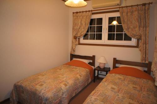 A bed or beds in a room at Landhaus Dancru Netz