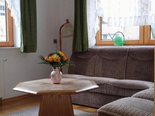Ein Sitzbereich in der Unterkunft Haus Obertal