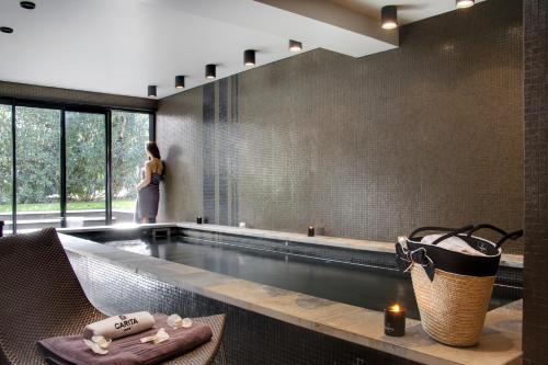 Salle de bains dans l'établissement Hôtel du Château & Spa - Les Collectionneurs