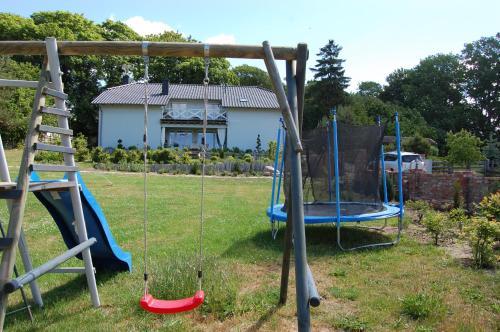 Plac zabaw dla dzieci w obiekcie Lawendowy Zakątek