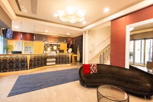 Лобби или стойка регистрации в Hotel City