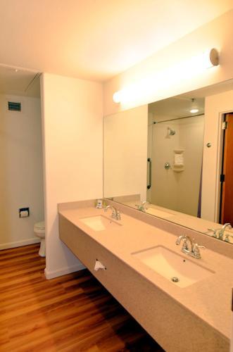A bathroom at Ohkay Casino Resort Hotel