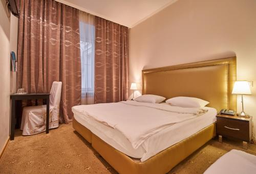 A bed or beds in a room at Skver Hotel Tverskaya