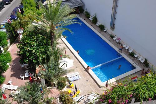Vista de la piscina de Sol y Sombra o alrededores