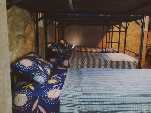 A bed or beds in a room at Happy House Backpackers