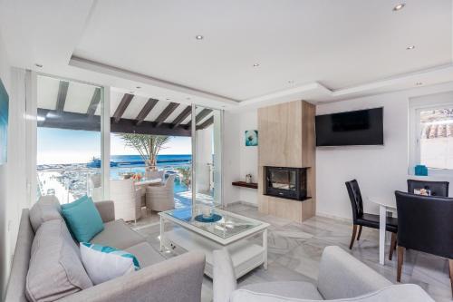 Zona de estar de Front Line Penthouse Puerto Banus With Sea Views