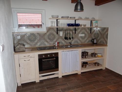 Kuchyňa alebo kuchynka v ubytovaní Apartmány Stodola n.30