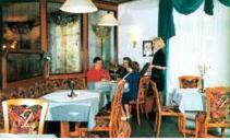 Ein Restaurant oder anderes Speiselokal in der Unterkunft Hotel Stadt Zwönitz