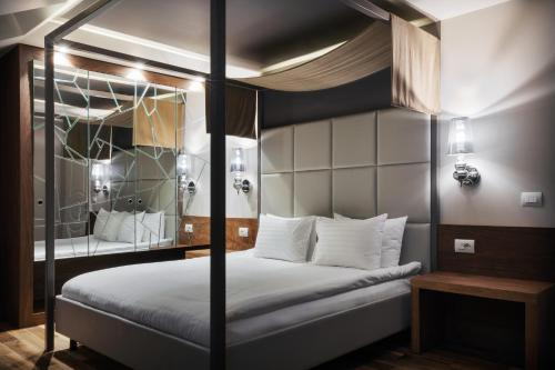 A bed or beds in a room at UNO Design Hotel