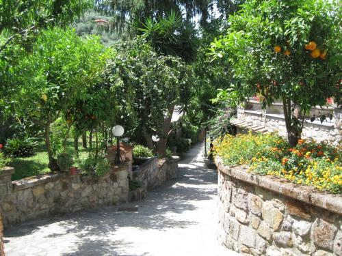 A garden outside Agriturismo Il Convento