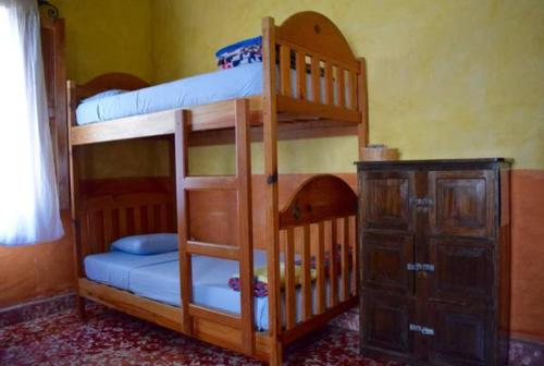A bunk bed or bunk beds in a room at Hostel Iguana Azul