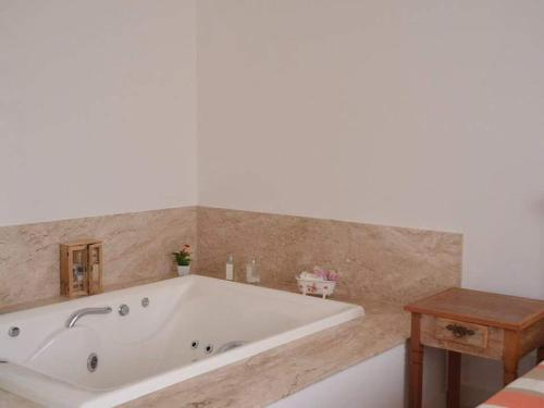 A bathroom at Casa p/ família - Caravelas Pinta