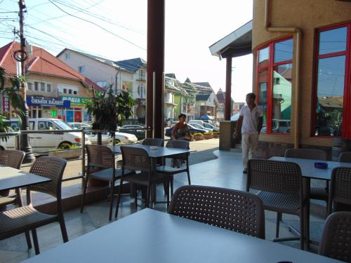 A restaurant or other place to eat at Hotel Serpanok
