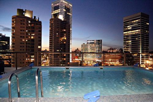 A piscina localizada em Palladium Business Hotel ou nos arredores