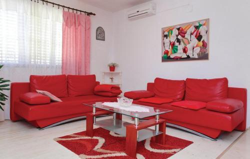A seating area at Dragan's Den Hostel
