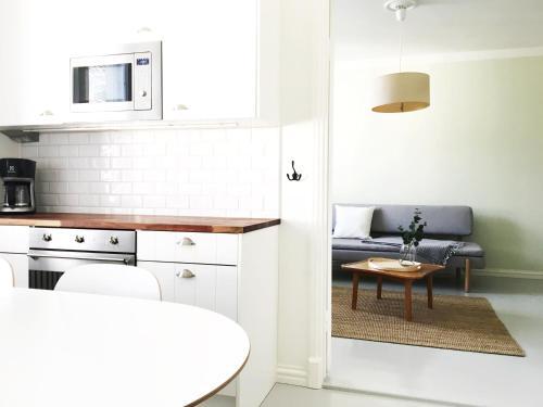A kitchen or kitchenette at Roost Kruunuhaka