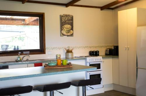A kitchen or kitchenette at Country Lane Lysterfield