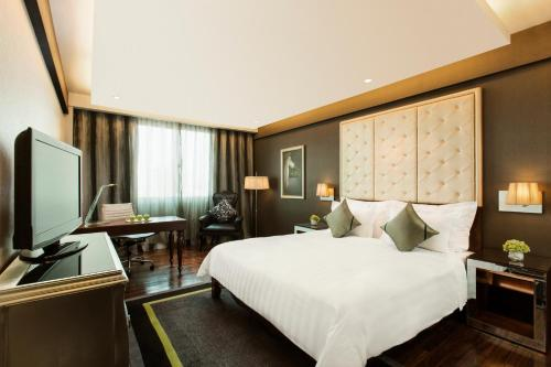 A bed or beds in a room at Mövenpick Hotel Hanoi